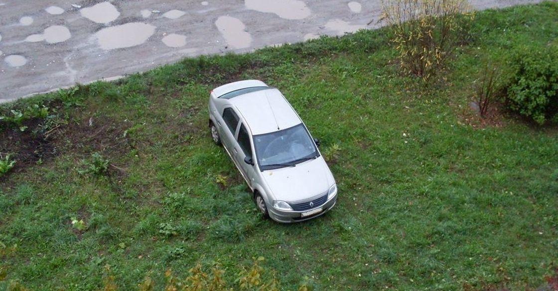 Парковка на газонах