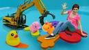 Аквапарк для игрушек Машинки Маша и бассейн Видео с игрушками Капуки Кануки