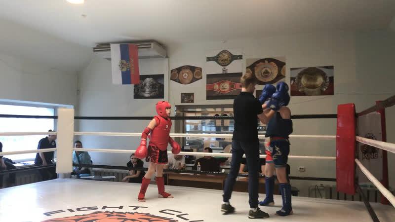 Юдин Михаил (красный угол) в полуфинале