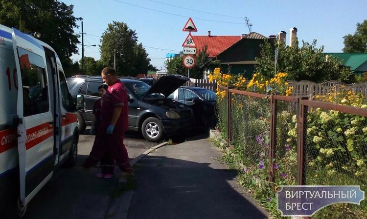 Водитель из Гродно на «Мерседес Бенц» не уступил дорогу и попал в ДТП в Бресте