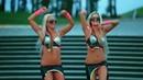 Круто танцуют девушки под песню сектор газа