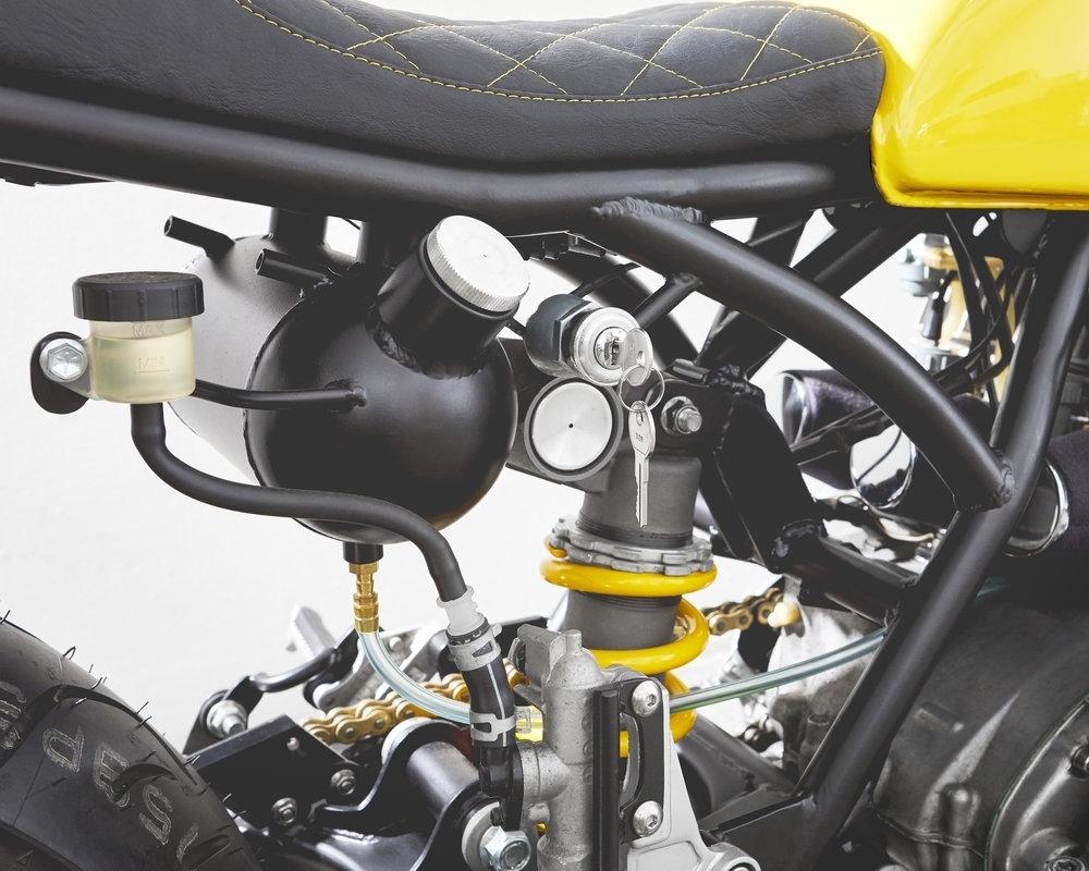 Motobrix: брэт-кастом El Citron  на базе Kawasaki S3