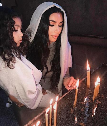 Ким Кардашьян показала новые кадры таинства крещения в Армении