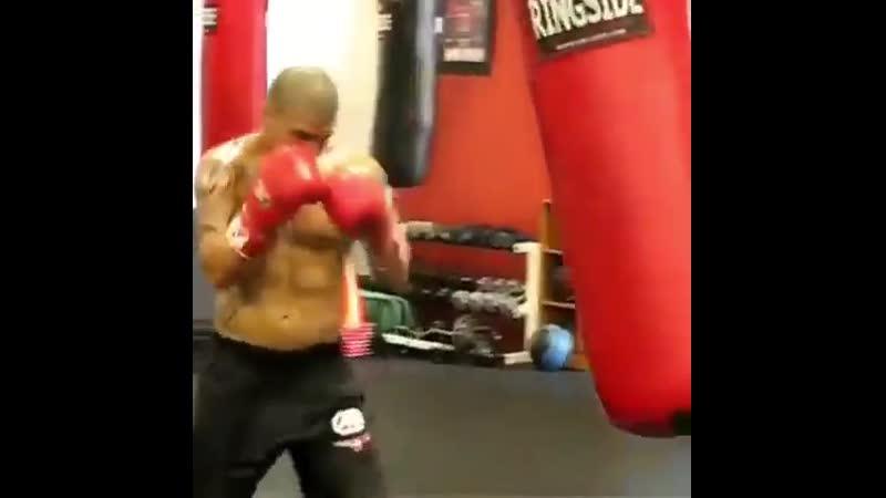 Тренировка Мигеля Котто на тяжелом мешке