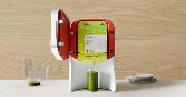 Соковыжималка Juicero, выпущенная в 2016 году, обещала настоящую революцию на рынке фудтехнологий Идея состояла в том, что нарезанные фрукты и овощи фасуются в фирменную упаковку и вставляются в