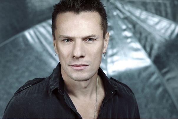 Сегодня 58 лет исполняется основателю и барабанщику U2 Ларри Маллену.