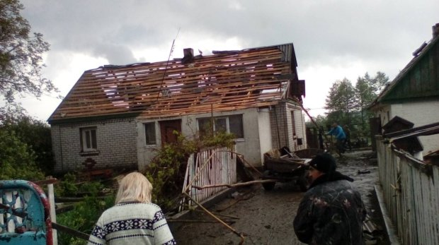 На Украину обрушился мощный смерч: беспощадная стихия оставила десятки людей без домов, страшные кадры