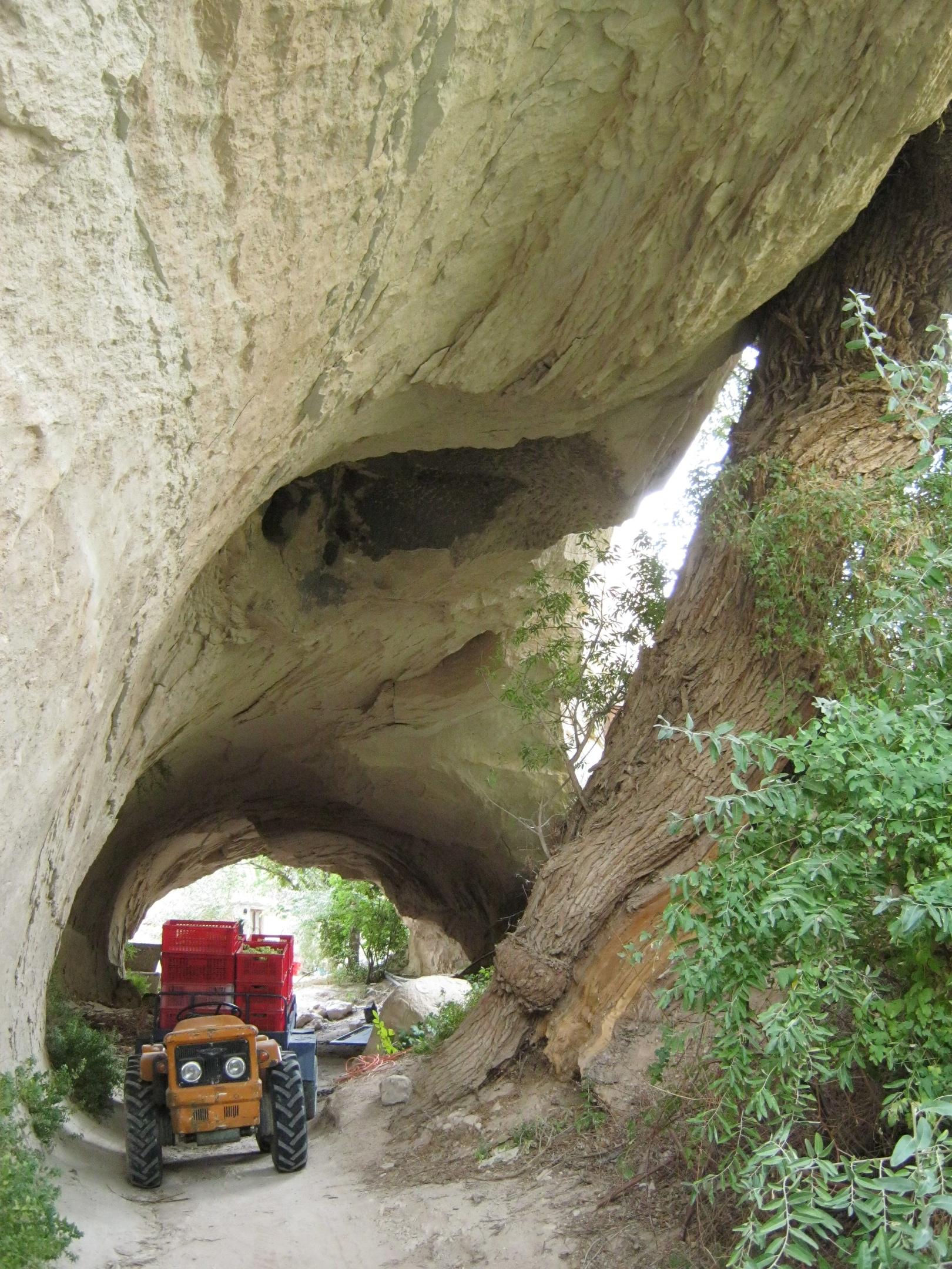 туннель природного образования