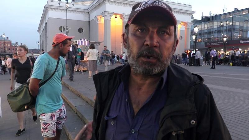 Жизнь бездомных на площади 3 вокзалов