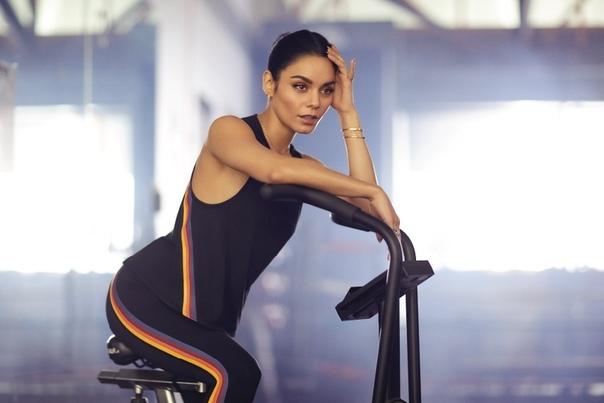Ванесса Хадженс для Avia Fitness.