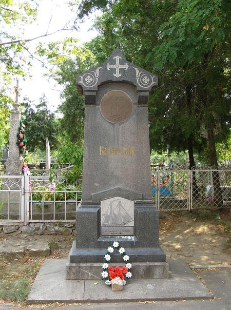 ТАЙНА СМЕРТИ КАПИТАН-ЛЕЙТЕНАНТА КАЗАРСКОГО Это был первый памятник Севастополя. Он был установлен в 1839 году (заложен в 1834 году к 5-летию подвига). Удивительно, но первый севастопольский
