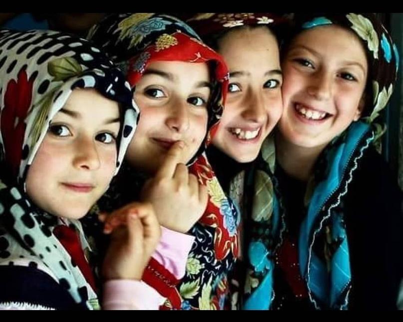Сколько же сегодня девочек, которые воспитывались в селах, находясь в строгости...