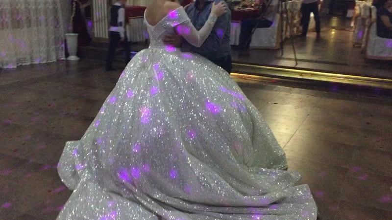Танцует папа с дочкой 🙏👰💍 и лучше танца в мире просто нет 💖🌺❤️💍🎉👰