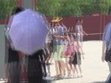 Пекин Мы на самой бопьшой площади в мире Тут Мавзолей Мао Цзе Дуна Правительственные здания и Запретный город (27)