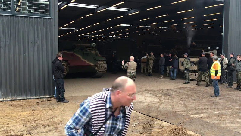 Panther tank with engine roaring! Leaving garage at Militracks 2019