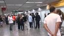 Torcedores zoam jogadores do Fluminense no aeroporto - MVI