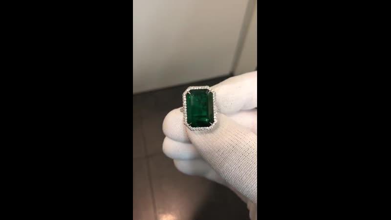 Завораживающее кольцо с изумрудом и бриллиантами для настоящей ценительницы прекрасного! Изумруд 10,66 ct, Natural Emerald, Zamb