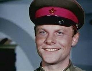 Виталий Соломин, сегодня его день рождения Вам нравится этот актер .Спасибо за и подписку.Когда я думаю о детстве, в памяти прежде всего всплывают японские военнопленные. Рос я в Чите, где их