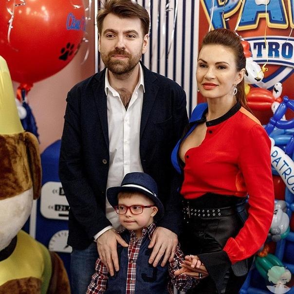 Эвелина Бледанс в честь дня рождения сына воссоединилась с бывшим мужем