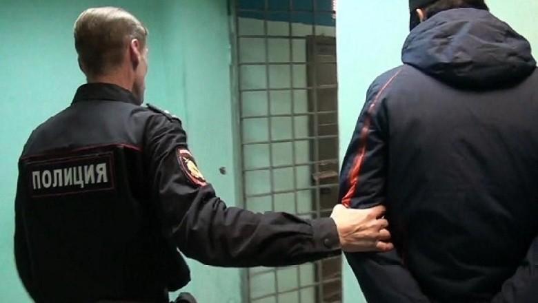 В Таганроге сотрудники угрозыска задержали вора-рецидивиста, укравшего мобильный и ноутбук