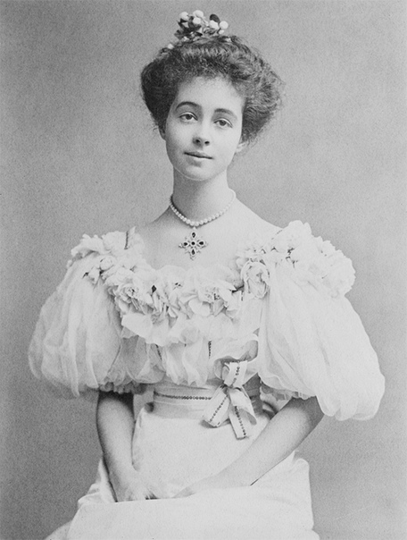 ДОЛЛАРОВЫЕ ПРИНЦЕССЫ Всё началось с матери Уинстона Черчилля именно она задала тренд на «долларовых принцесс», и именно она стала первой такой принцессой. Ее брак с лордом Рэндольфом Черчиллем
