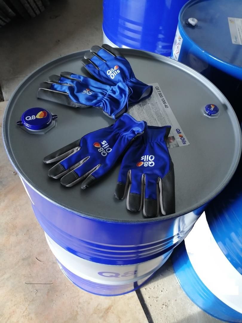 Брендовые перчатки Q8 Oils