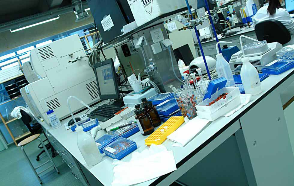 Работники химической лаборатории могут испытывать гипоксию в результате неправильного контроля газа.