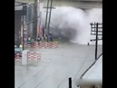 Прибытие поезда, затопленный участок железной дороги.
