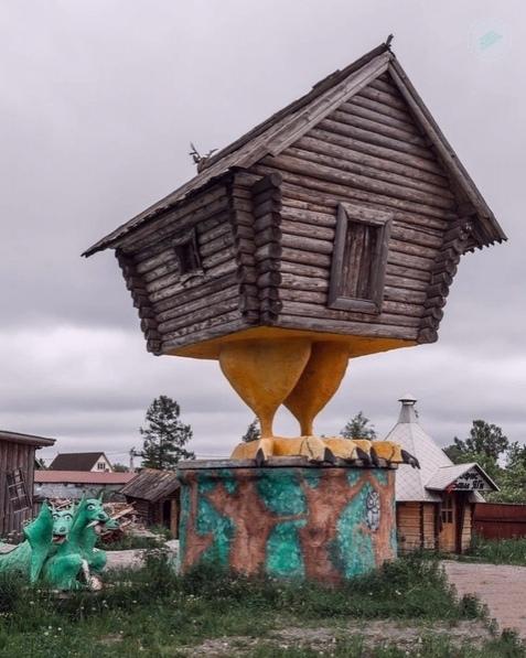 Β Ленингpaдской облaсти возле тpaссы Μосквa-Πетеpбуpг, поселок Ульяновкa, есть н...