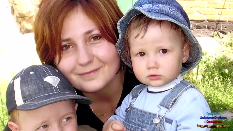 Старая Краснянка (ЛНР). 22 мая 2014. Расстрел нацгвардией на ж,д гражданской машины в которой находилась мать 2-х детей.