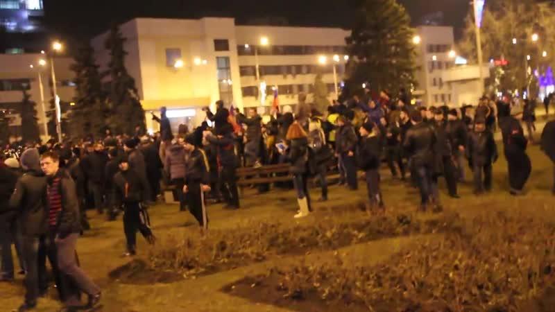 Донецк 5 марта Площадь Ленина дончане гонят приезжих майдановцев