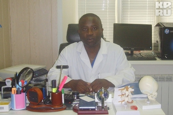 ВТвери врач изКамеруна поставил наноги десятки детей Удивительная история из Твери, которая стала новой родиной для эмигранта из Камеруна. За почти три десятилетия из обычного российского