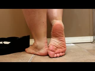 Mature feet and soles (gilf)