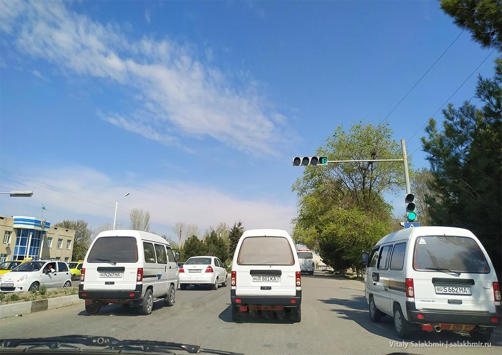 Транспорт, дорога Бухара-Самарканд, Узбекистан 2019