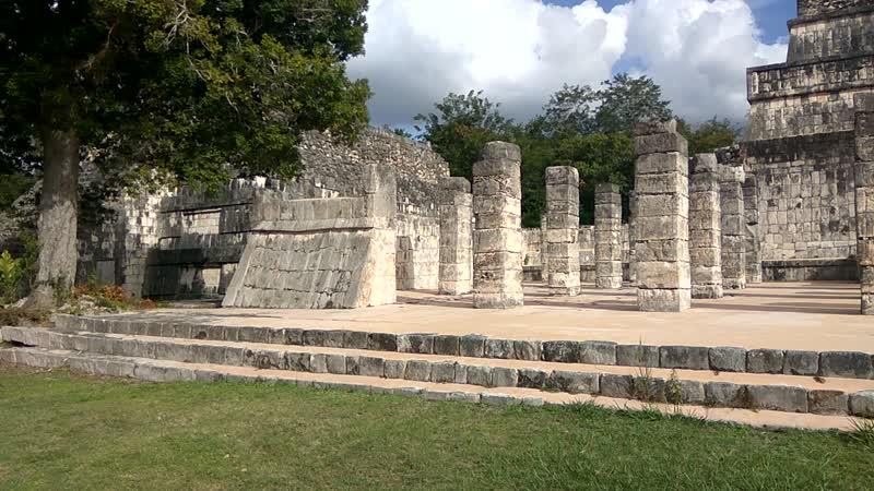 Чичен Ица Мексика Храм тысячи колонн