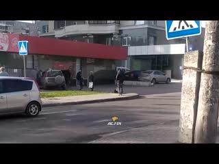 Автомобиль врезался в магазин