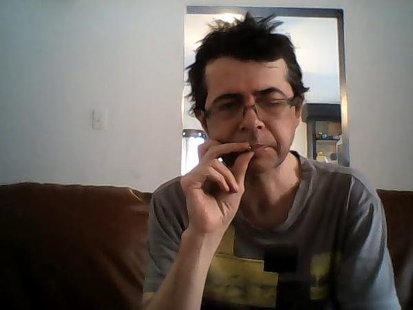 Là j'fume la moitié d'un joint avec vous autres