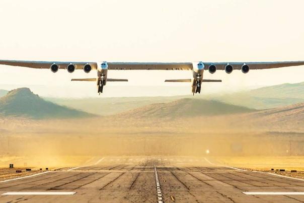 Крупнейший в мире самолет Stratolaunch полетел 13 апреля в США совершил свой первый полет крупнейший в мире самолет Stratolaunch. Размах его крыльев составляет 117 метров, о ин оснащен шестью