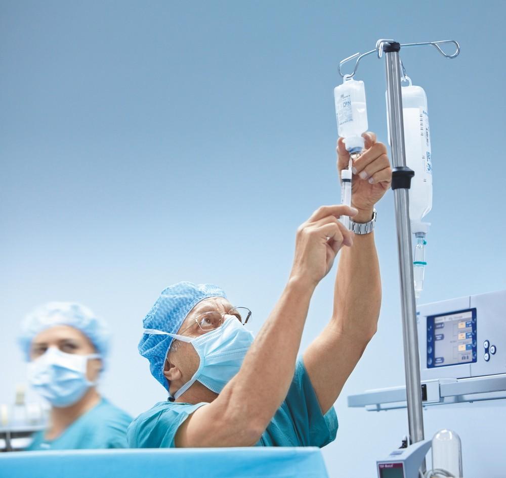 Бевацизумаб может быть использован для лечения глиобастомы, типа опухоли головного мозга.