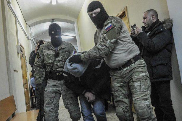 Силовики из ФСБ задержали четверых полицейских за превышение должностных полномочий в КЧР