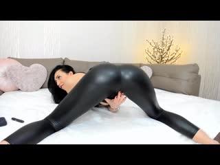 Webcam camwhore in latex leggings(leggings,webcam,homemade,latex,ass,worship,young)