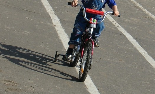 В Карачаево-Черкесии 7-летняя девочка попала под колеса автомобиля