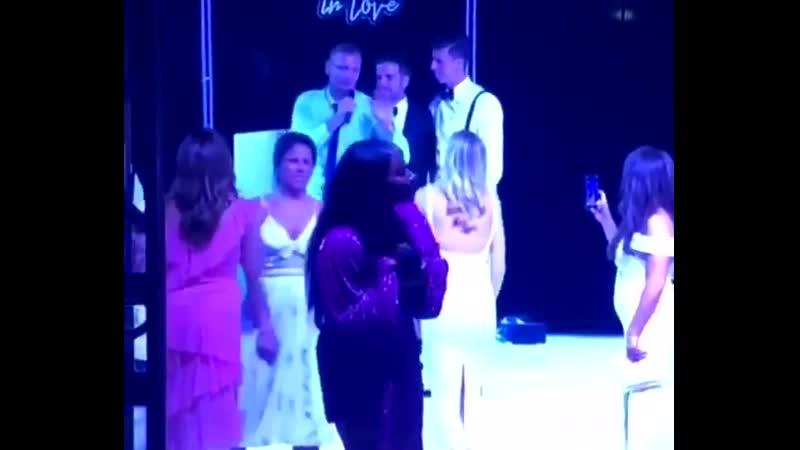Бен Гибсон буянит на свадьбе Даниэля Айялы