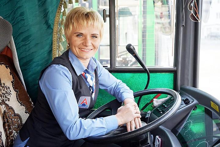 Водители должны получить лицензию класса B для вождения автобусов.