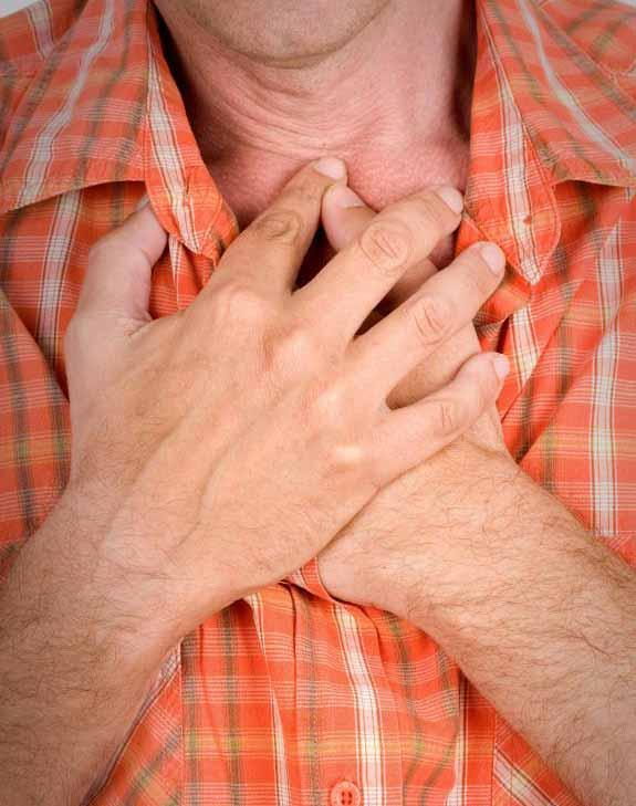 Серьезные побочные эффекты налтрексона могут включать боль в груди.