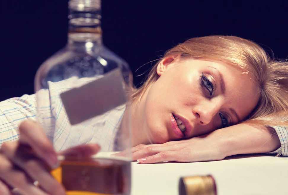 Налтрексон может помочь предотвратить употребление алкоголя наркоманом.