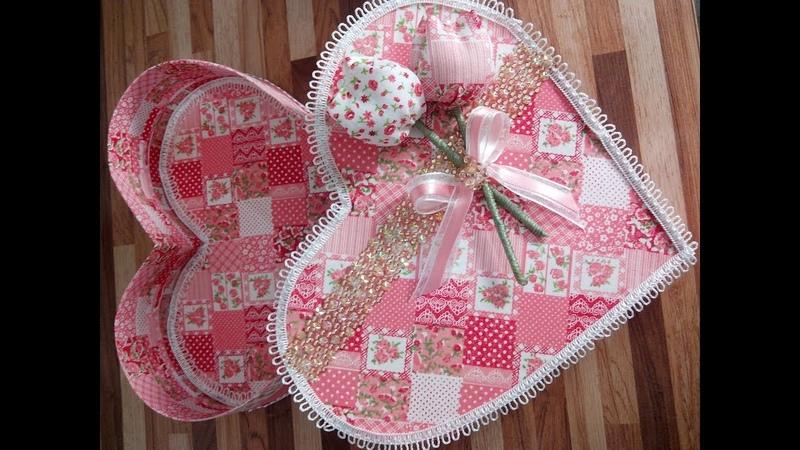 Caixa de presente em formato de coração em tecido- Dia das mães