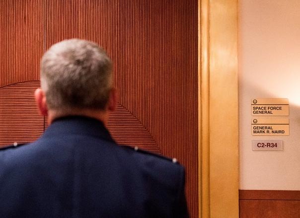 Стив Карелл начал работу над комедийным сериалом «Космические войска»