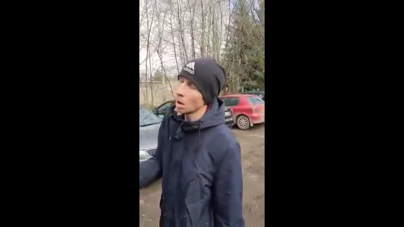А в Москве начался зомби апокалипсис Такой вот персонаж гулял вчера утром по Москве