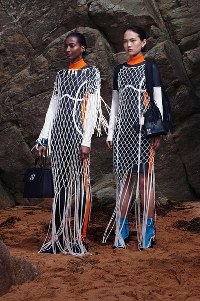 Платья-«неводы», модные версии гидрокостюмов и шлемы для плавания в круизной коллекции Off-White esort-2020Вслед за мужской коллекцией, представленной в рамках Недели мужской моды в Париже,